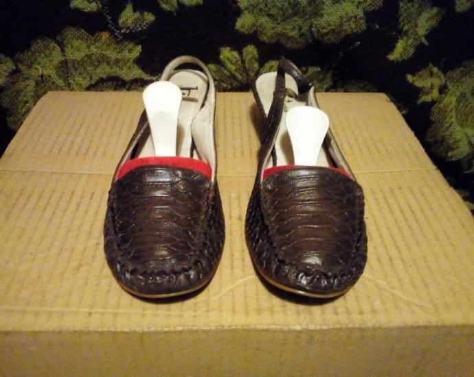 Женские кожаные фирменные босоножки Bata.в хорошем состоянии.размер 36.