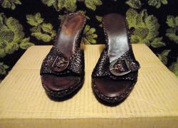 Кожаные стильные босоножки.в хорошем состоянии.размер 37.стелька 23,5 см.